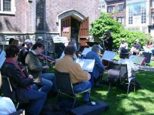 Fiddlers outside Emmanuel Howard Park United Church